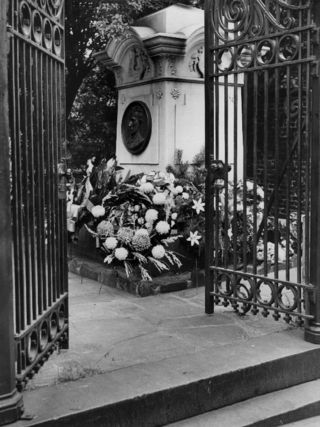 Poe grave black and white